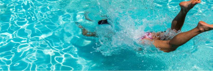 Smartphone tombé dans une piscine