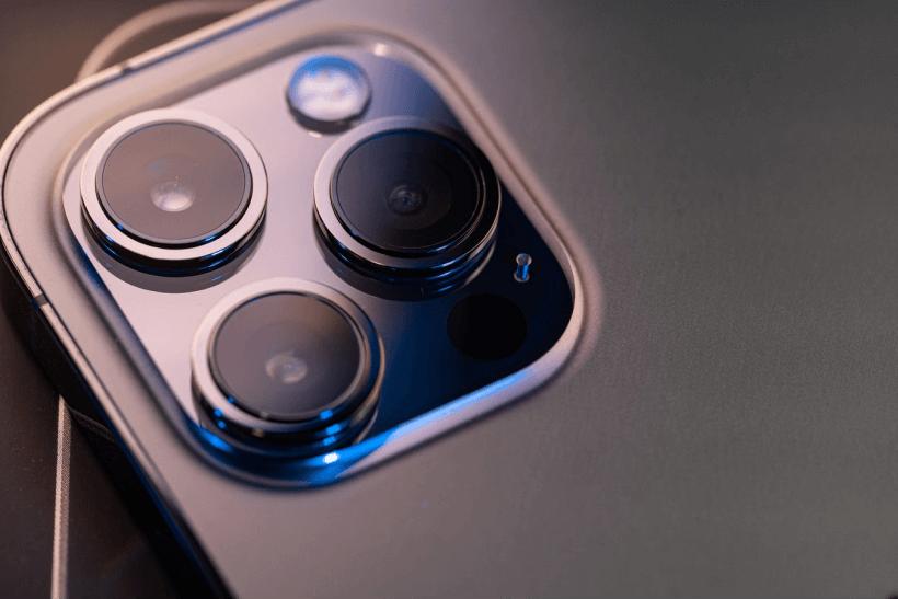 Objectif de l'appareil photo de l'iPhone 12.